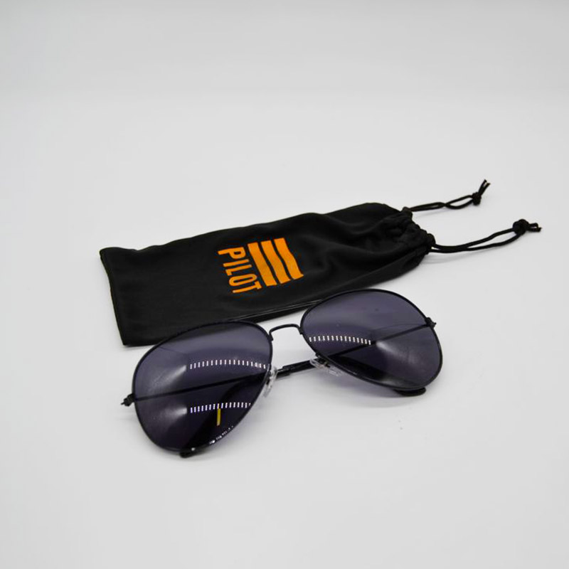 Crossfield-Sunglasses-with-Pouch-01
